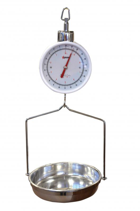 Omcan (FMA) Hanging Scale, two dial, 10 kg / 22 lb, enameled steel w/stainless steel product tray, zero adjust for compensation